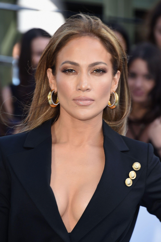 Jennifer-Lopez-Red-Lips   Holiday makeup looks, Jennifer