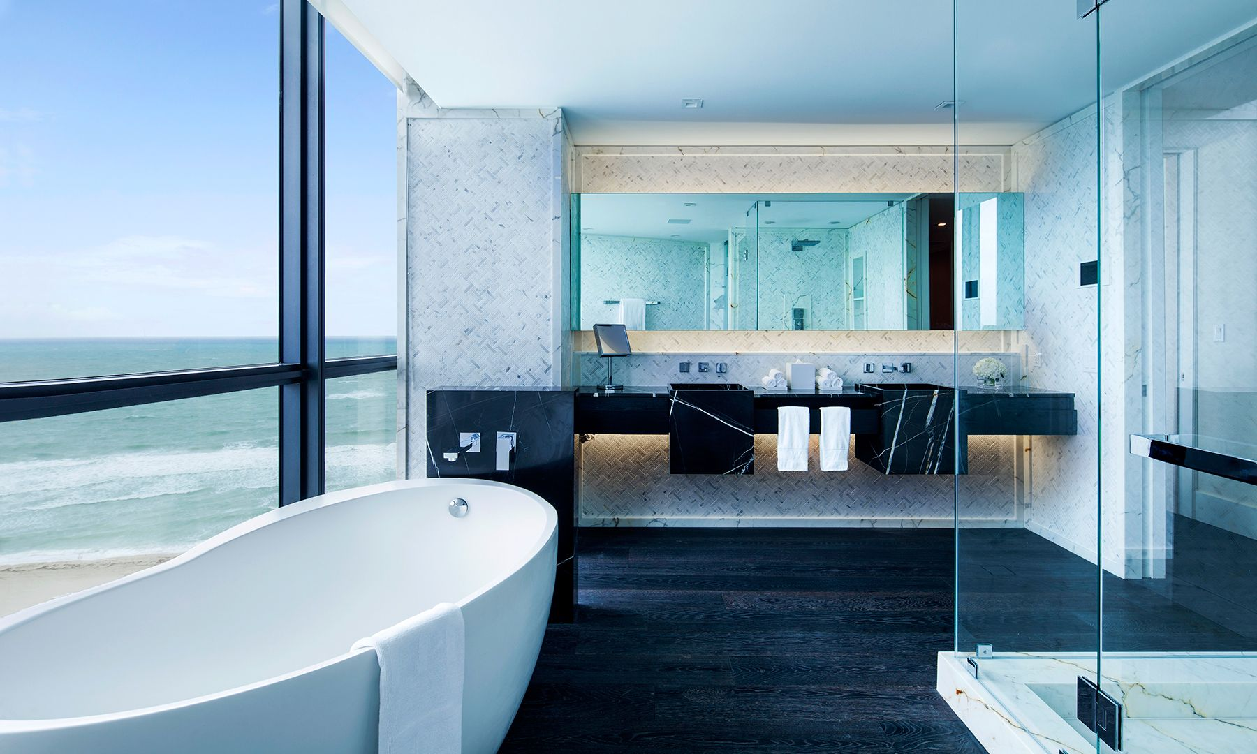 12 Lavish Hotel Bathrooms | Hotel bathroom design, Small ...