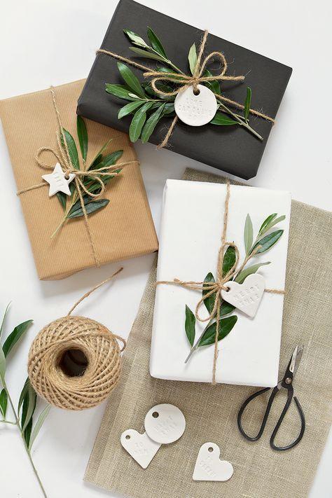 diy minimal clay gift tags wrapping pinterest geschenke geschenke verpacken und weihnachten. Black Bedroom Furniture Sets. Home Design Ideas