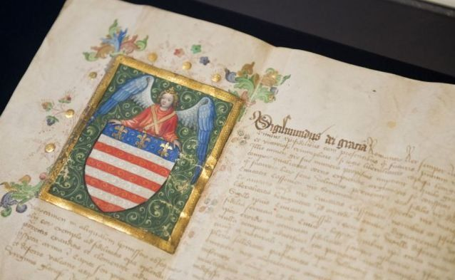Najstaršia erbová listina Európy  Najstaršia erbová listina udelená mestu patrí Košiciam. Pochádza zo 7. mája 1369 a mestu ju udelil ju kráľ Ľudovít I. Veľký. Košičania sa tešili od bitky pri Rozhanovciach jeho výnimočnej priazni. Mestské práva udelené Košiciam boli rovné mestským právam Budínu (bývalé hlavné mesto Uhorska, časť Budapešti). Ide o úplne najstaršie privilégium udelené na mestský erb v Európe.