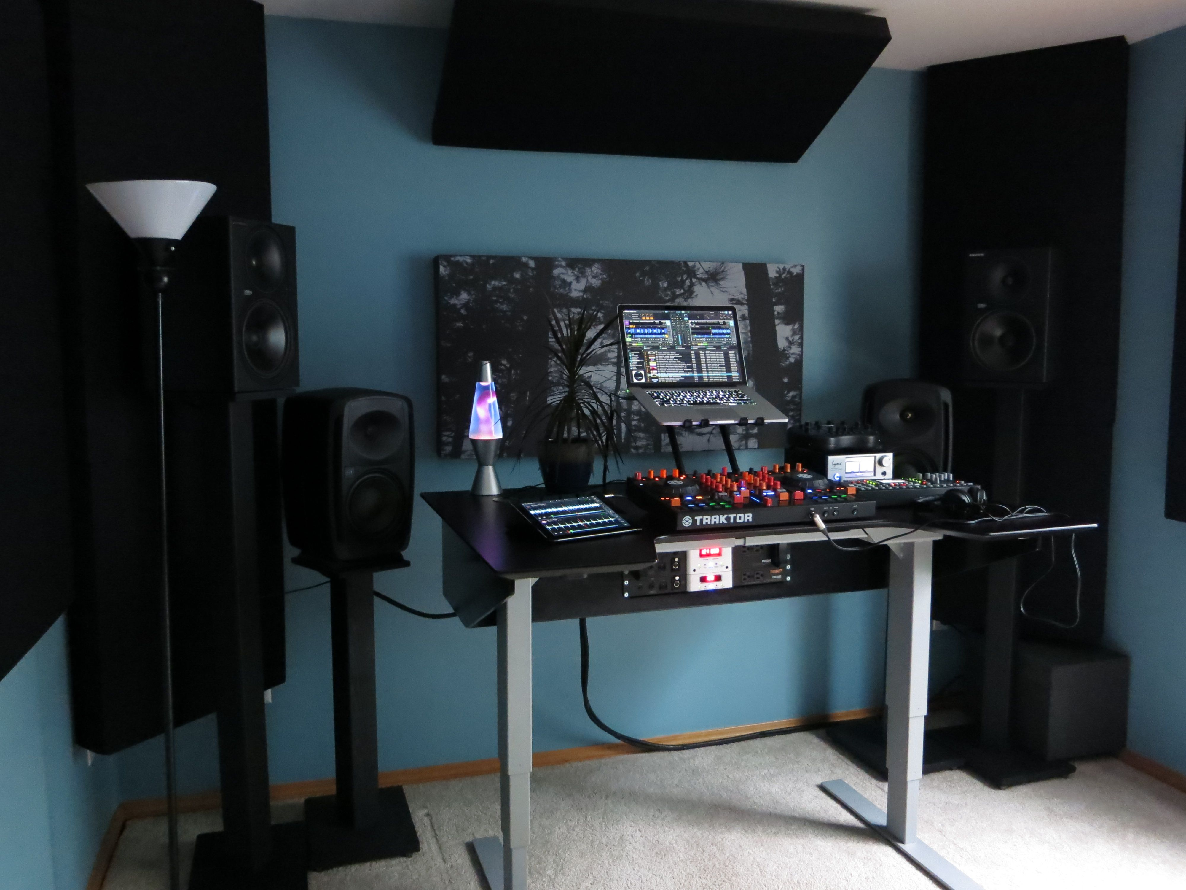 dj setup transformer traktor table tarekith dj pinterest dj setup dj and dj booth. Black Bedroom Furniture Sets. Home Design Ideas