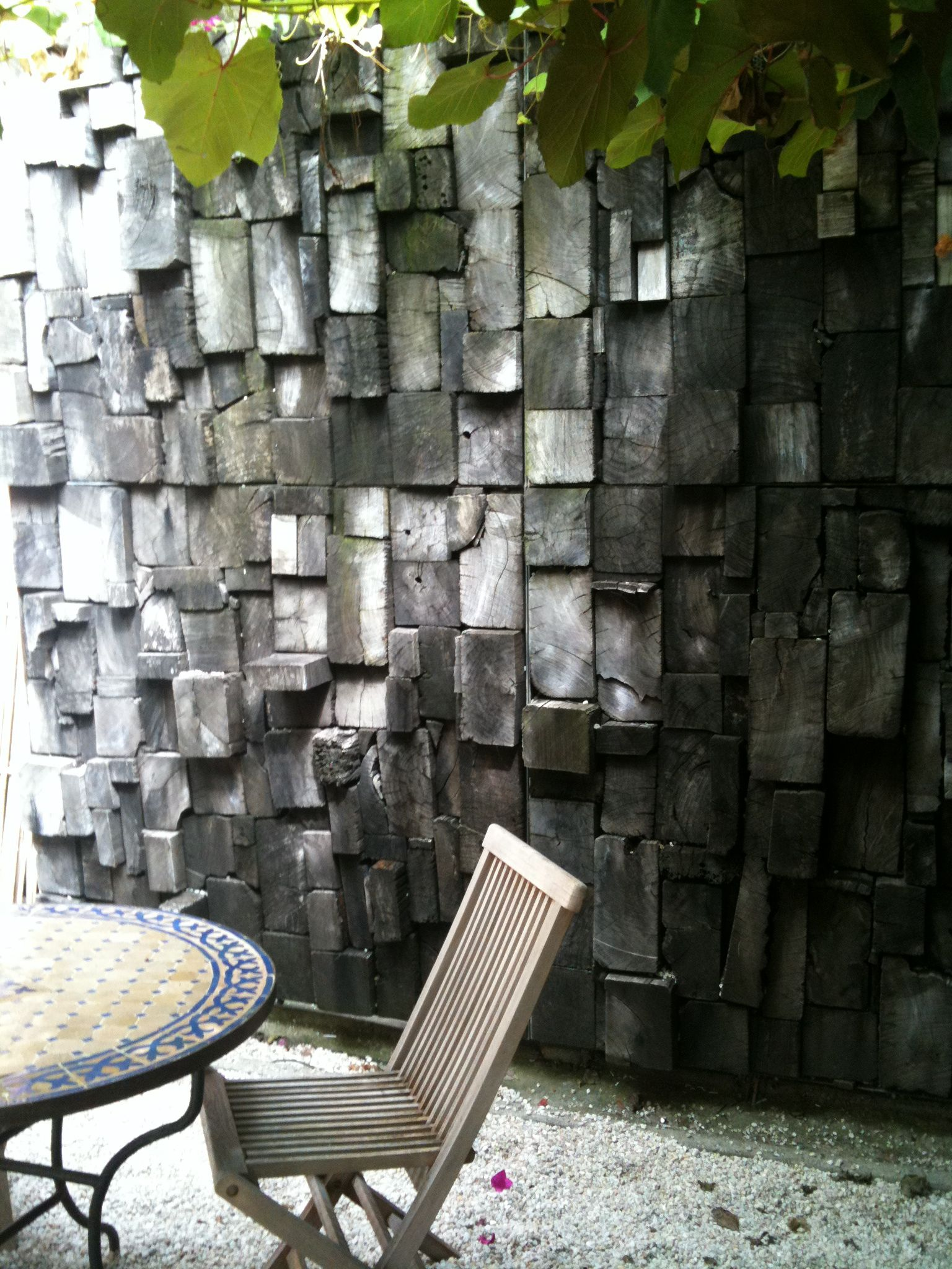 outside feature wall | Feature wall, Wall design, Outdoor ...