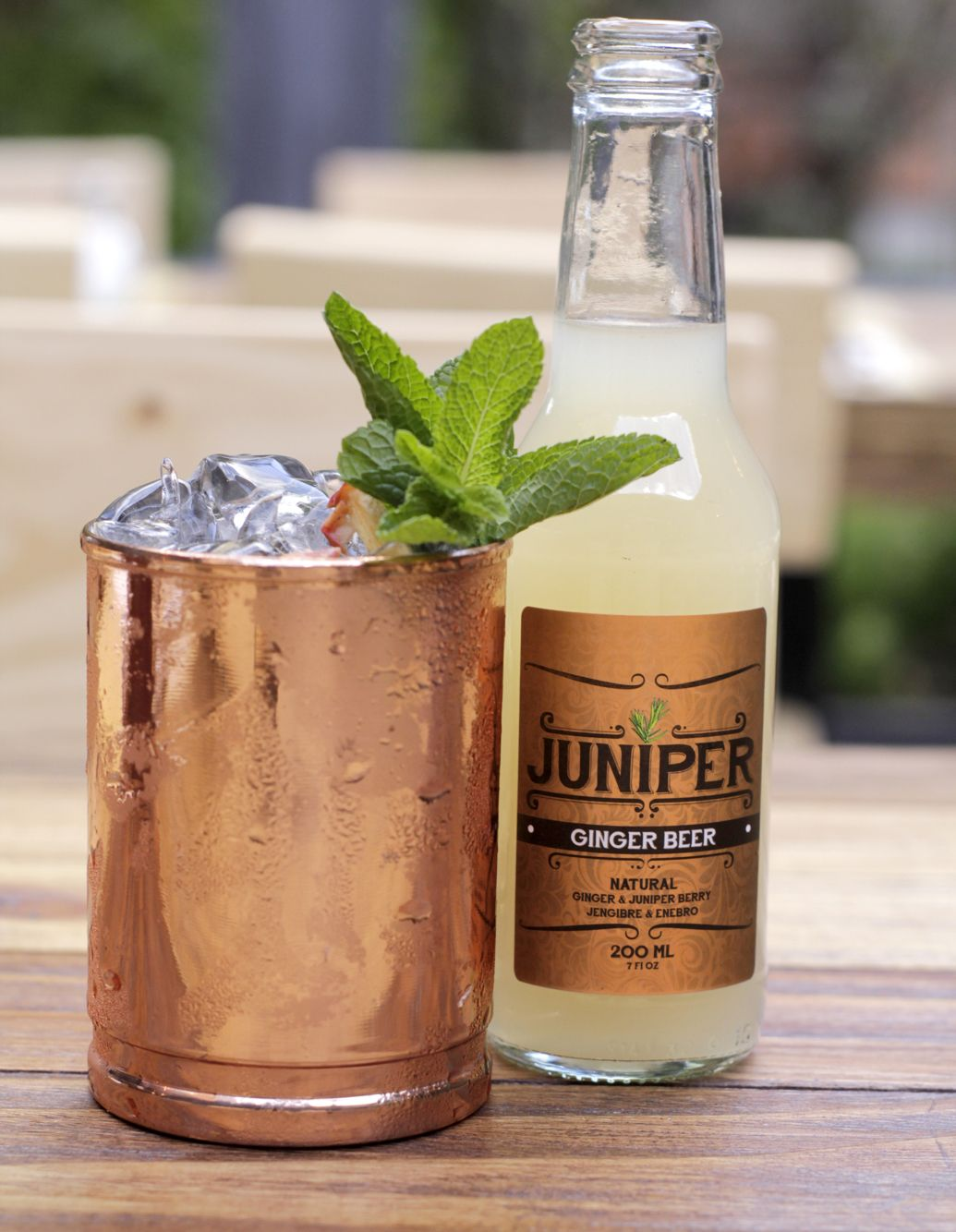 MOSCOW MULE  60 ml vodka  15 ml zumo de limón  180 ml Juniper ginger beer  Decorar hierbabuena y limón   #moscowmule
