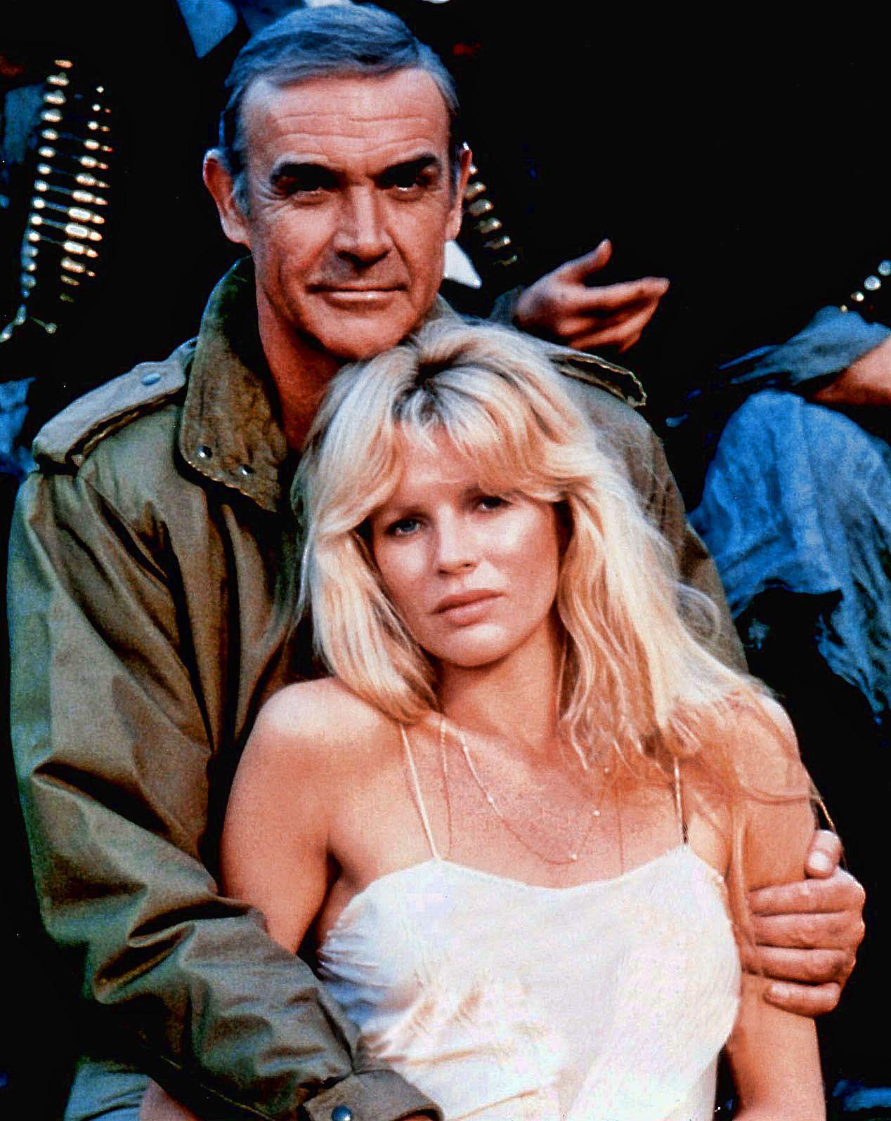 "Kim Basinger y Sean Connery en ""Nunca Digas Nunca Jamás"" (Never Say Never  Again), 1983 | Chicas bond, Kim basinger, Sean connery"