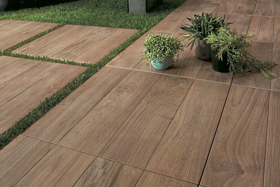 Feinsteinzeug in Holzoptik für Außenbodenbeläge mit