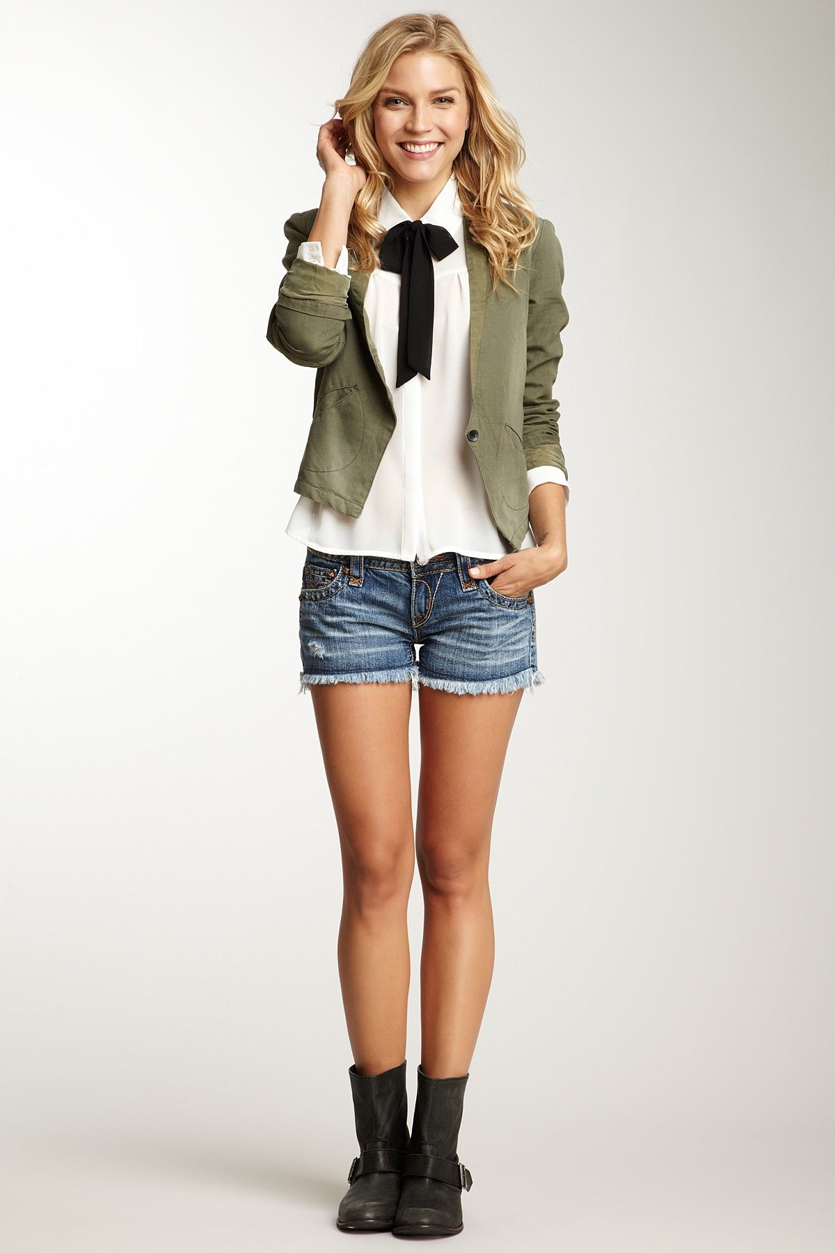 <3 this from the waist up <3. Anyone have any ideas who the blazer or blouse is by?