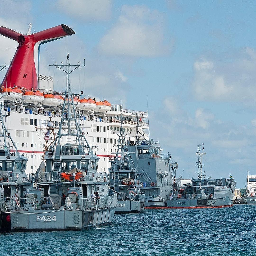 U S Navy S Truman Harbor Pier Key West Providing Hurricane Refuge To Royal Bahamas Defence Force Vessels Photo Hurricane Matthew Key West Majesty Of The Sea