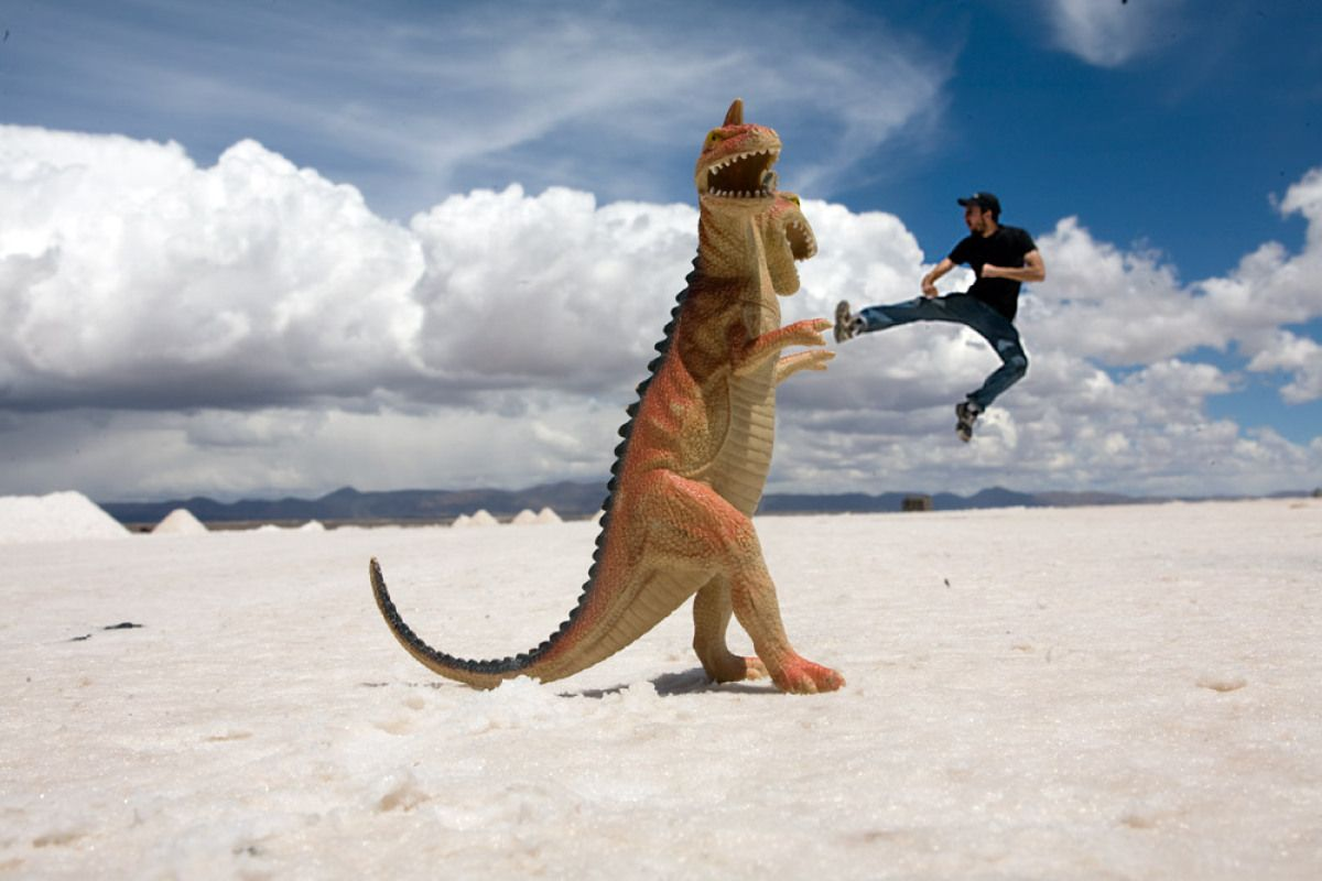 Photos The Surreal Landscapes Of Salar De Uyuni Bolivia Forced Perspective Photography Perspective Photography Perspective Photos