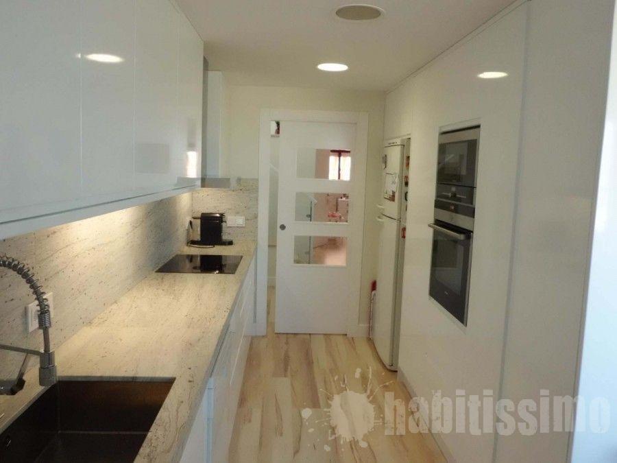 Puerta blanca cocina decoraci n pinterest blanco for Puertas correderas pequenas