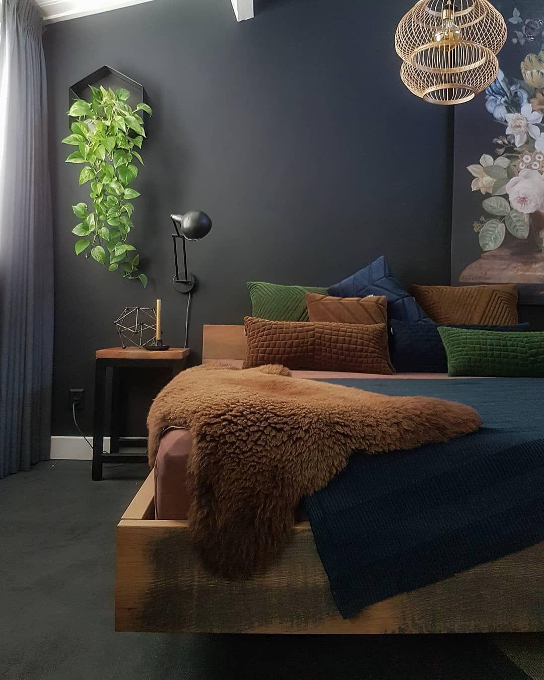 """FINNTAGE on Instagram: """"��� Ik ben zoooo geen ochtendmens.....� Nog n plaatje van de nieuwe slaapkamer! Ben echt verliefd op deze diepblauwe kleur!�� wij stappen…"""""""