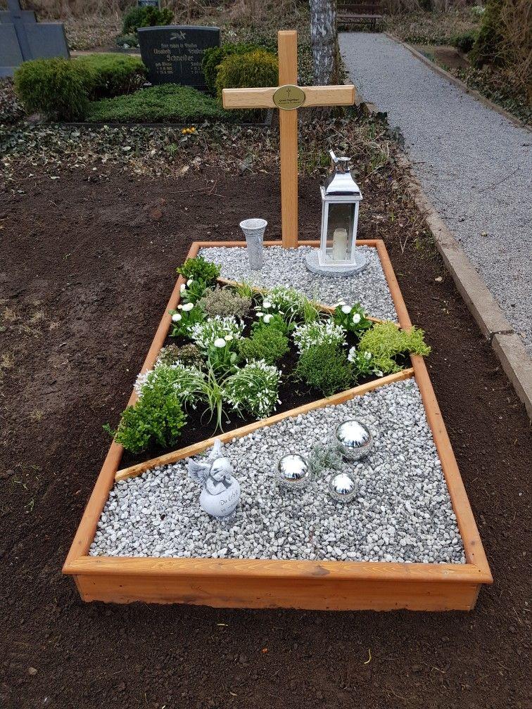 Grabgestaltung einzelgrab mit kies in gr n wei gehalten for Grabgestaltung mit steinen