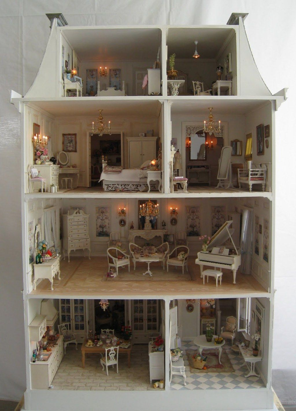 La Petite Maison A Dollhouse Five Years In The Making  ~ Maison De Poupéé En Bois A Faire Soi Meme