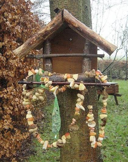 smulketting rijgen voor de hongerige vogeltjes