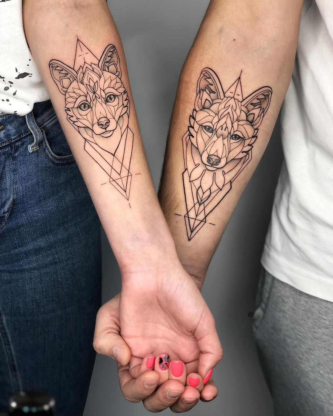 Tattoo Irainkers Linework Dotwork Geometry Animaltattoo Fox Kak Otnosites K Parnym Tatu Ya Schitayu Chto Eto Otlichnyj Sposob Matching Tattoos Cute Couple Tattoos Pair Tattoos