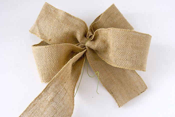 schleife aus leinen binden gr ner faden geschenkschleife hochzeitsideen pinterest. Black Bedroom Furniture Sets. Home Design Ideas