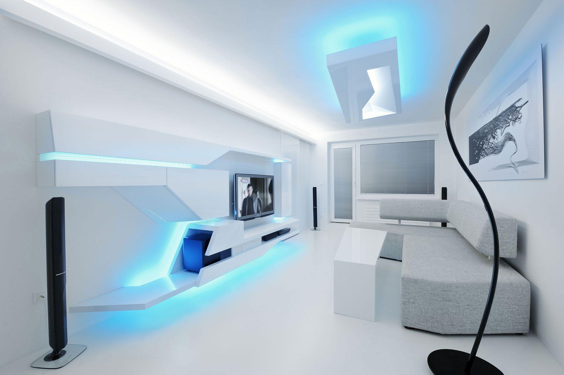 Estudio apartamento blanco con iluminaci n azul en techo y frente de sal n decoraci n ideas en Diseno interior futurista
