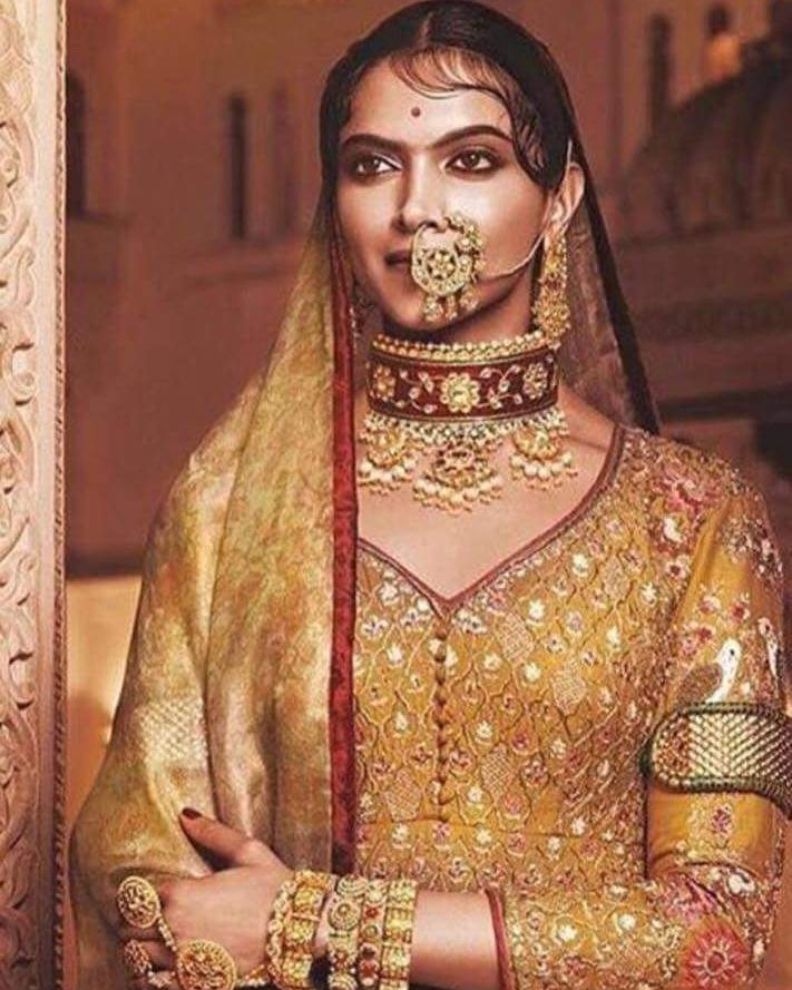 The Royal Look Of Deepika Padukone In Padmavati Follow Filmywave Padmavati Deepikapadukone Ranipa Fashion Deepika Padukone Style Deepika Padukone