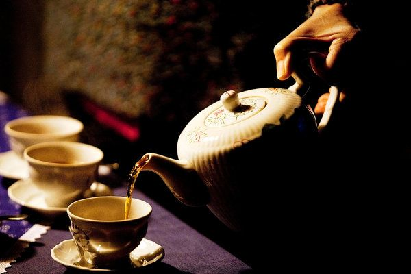 """""""Pouring East Frisian tea"""" Interesting forum post on Tea Trade. Would love to hear from Pinners there too."""