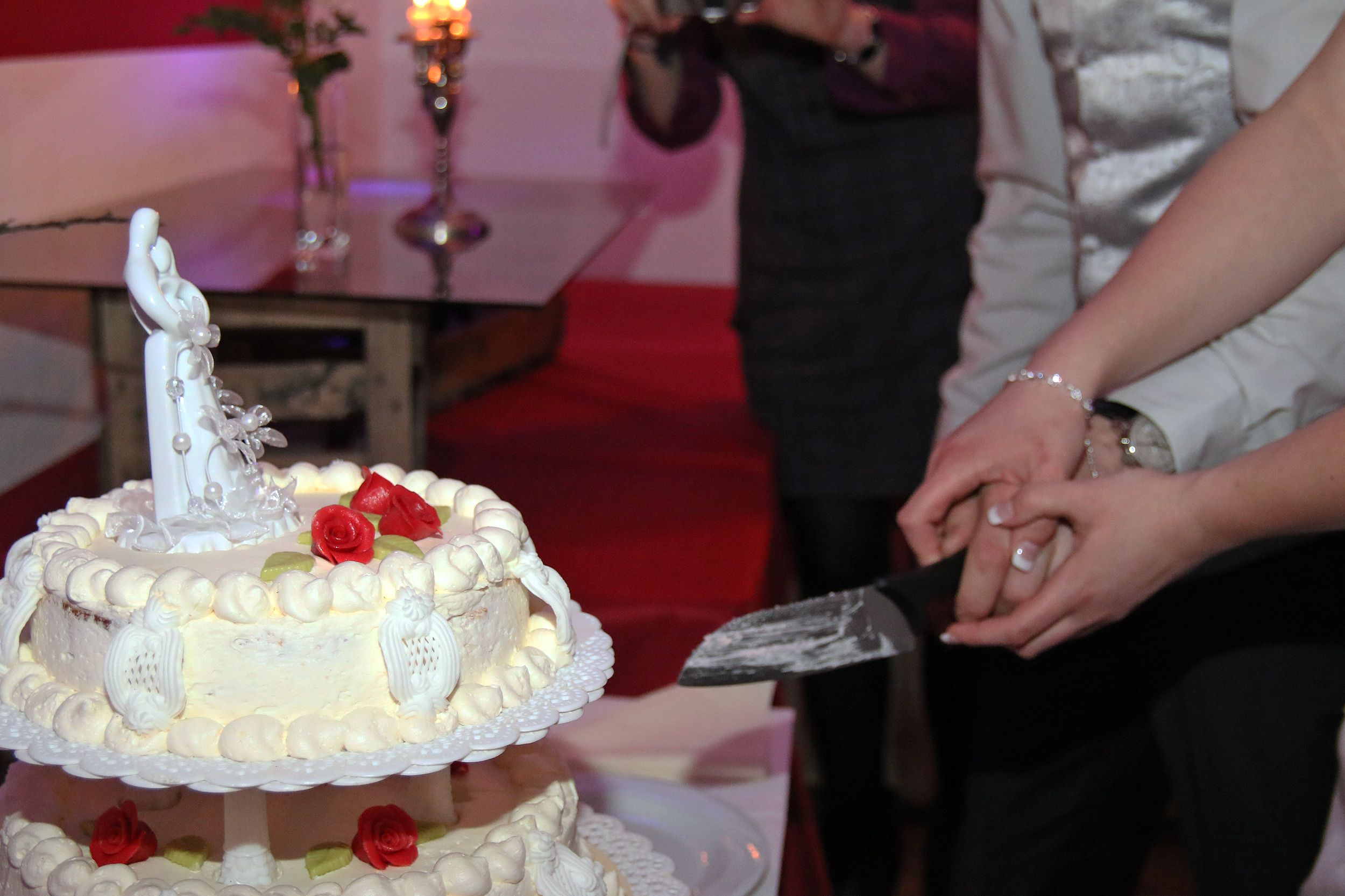 Anschnitt Der Hochzeitstorte Dj Gottingen Pinterest Gottingen