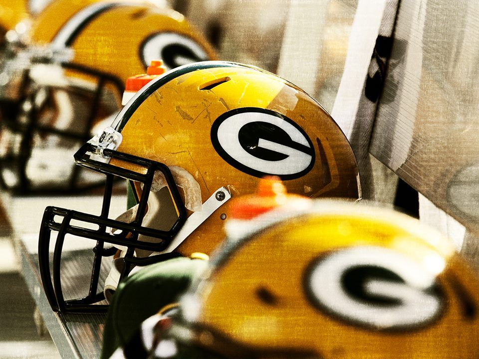 Game time football helmets bears packers nfl championships