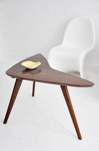 Table basse tripode boomerang en bois des années 50. Pieds compas ...