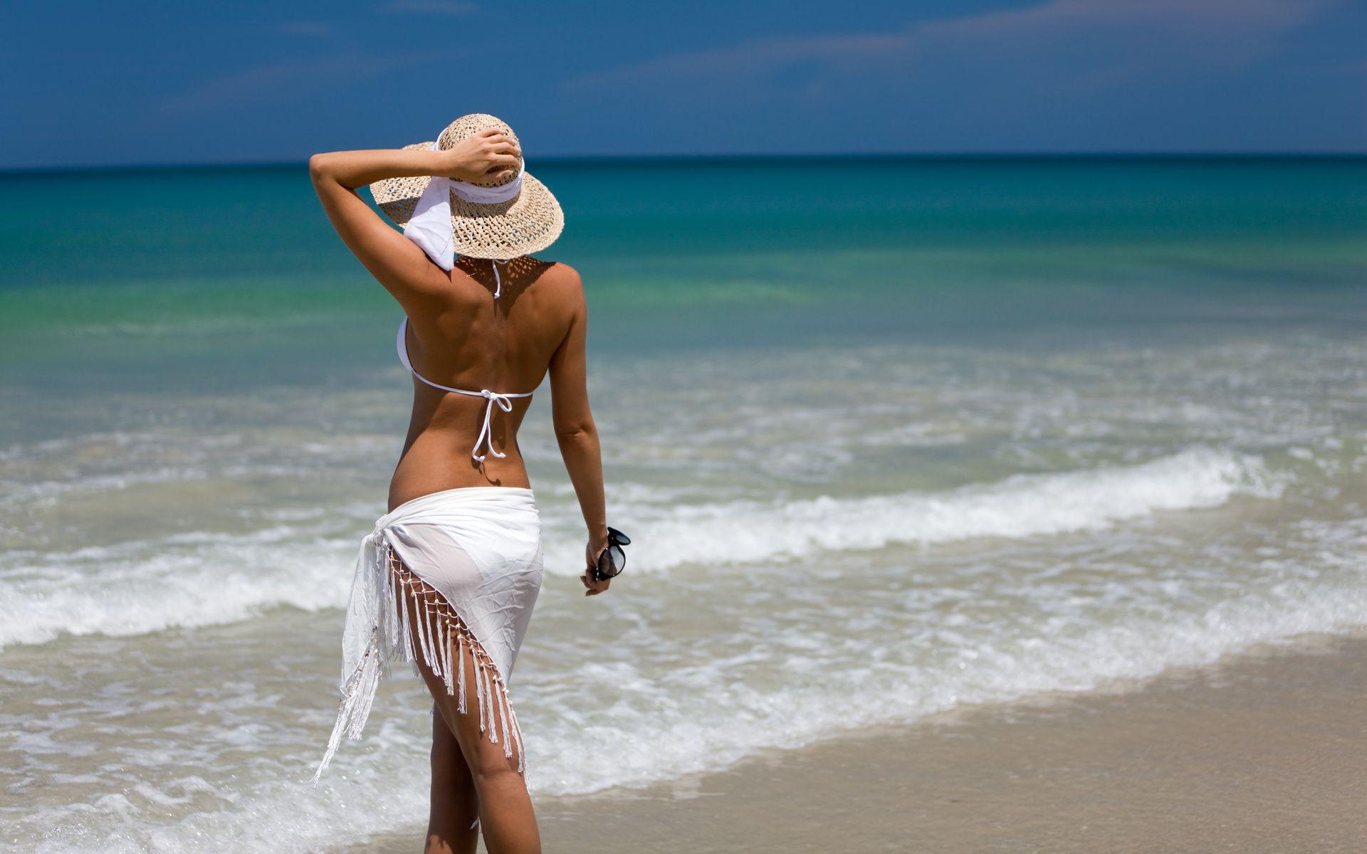 Фото блондинок на пляже лежащие