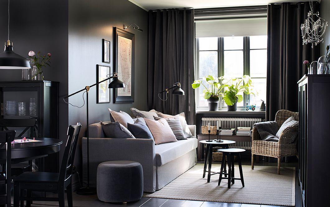 ein kleines offenes wohnzimmer mit holmsund 3er bettsofa mit bezug nordvalla in mittelgrau. Black Bedroom Furniture Sets. Home Design Ideas