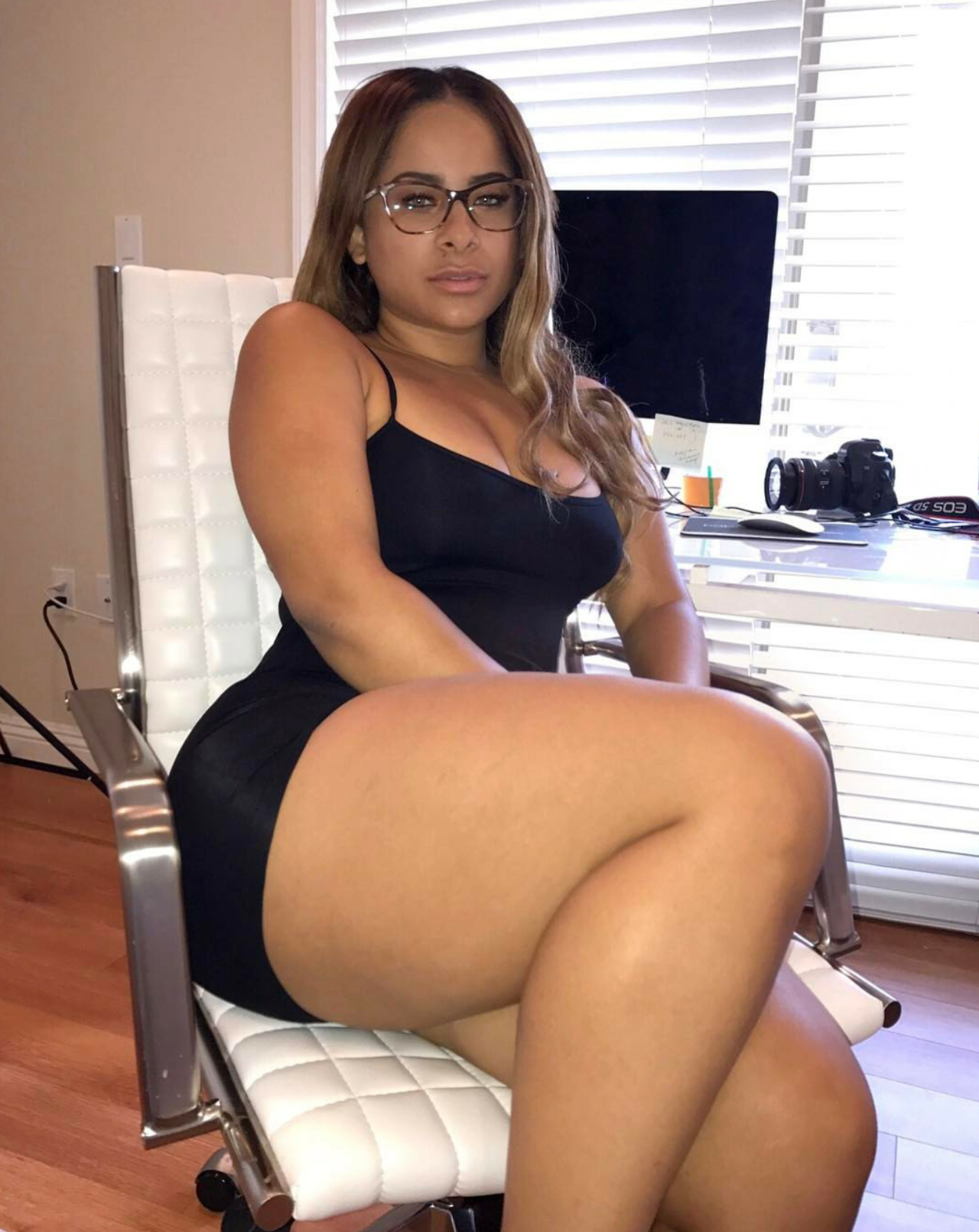 Hot thick legs porn