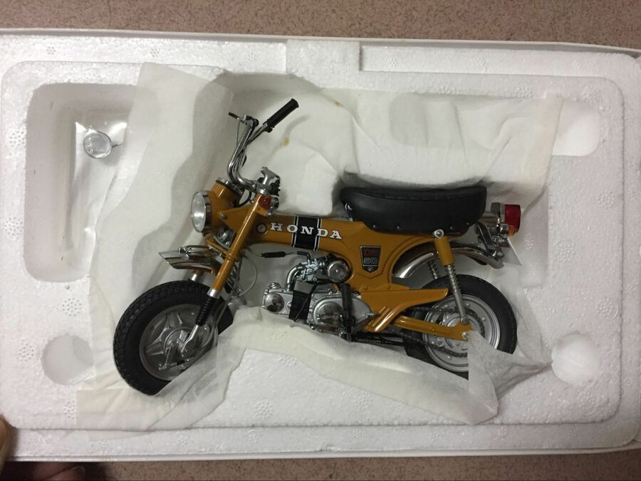 1:10 Ebbro  Honda ST50 1969 Motorcycle Die Cast Model RARE