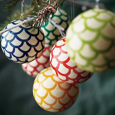 Adorable sharpie Christmas tree ornaments! Navidad Pinterest