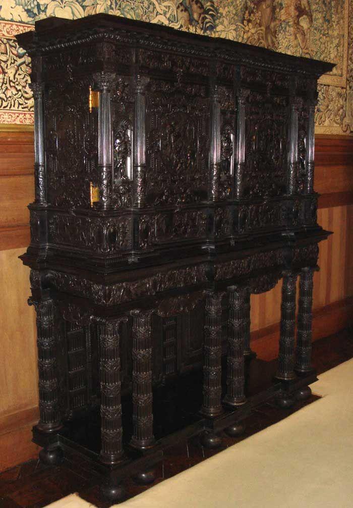 cabinet de château de Serrant près d\u0027Angers Cabinet on stand