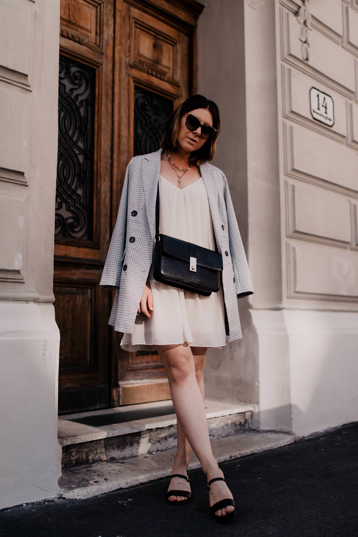 Am Modeblog Findest Du Heute Ein Sommer Outfit Mit Kleid Und Blazer Welche Tipps Es Bei Kleid Blazer Kombis Zu Beac Kleid Und Blazer Schicke Kleidung Modestil
