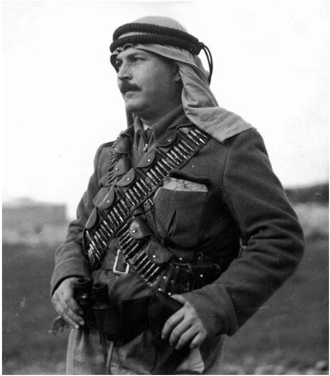 الشهيد عبد القادر الحسيني 1910 1948 قبل أيام من استشهاده في معركة القسطل ضد العصابات الصهيونية Palestine History Lion Of The Desert Old Photos