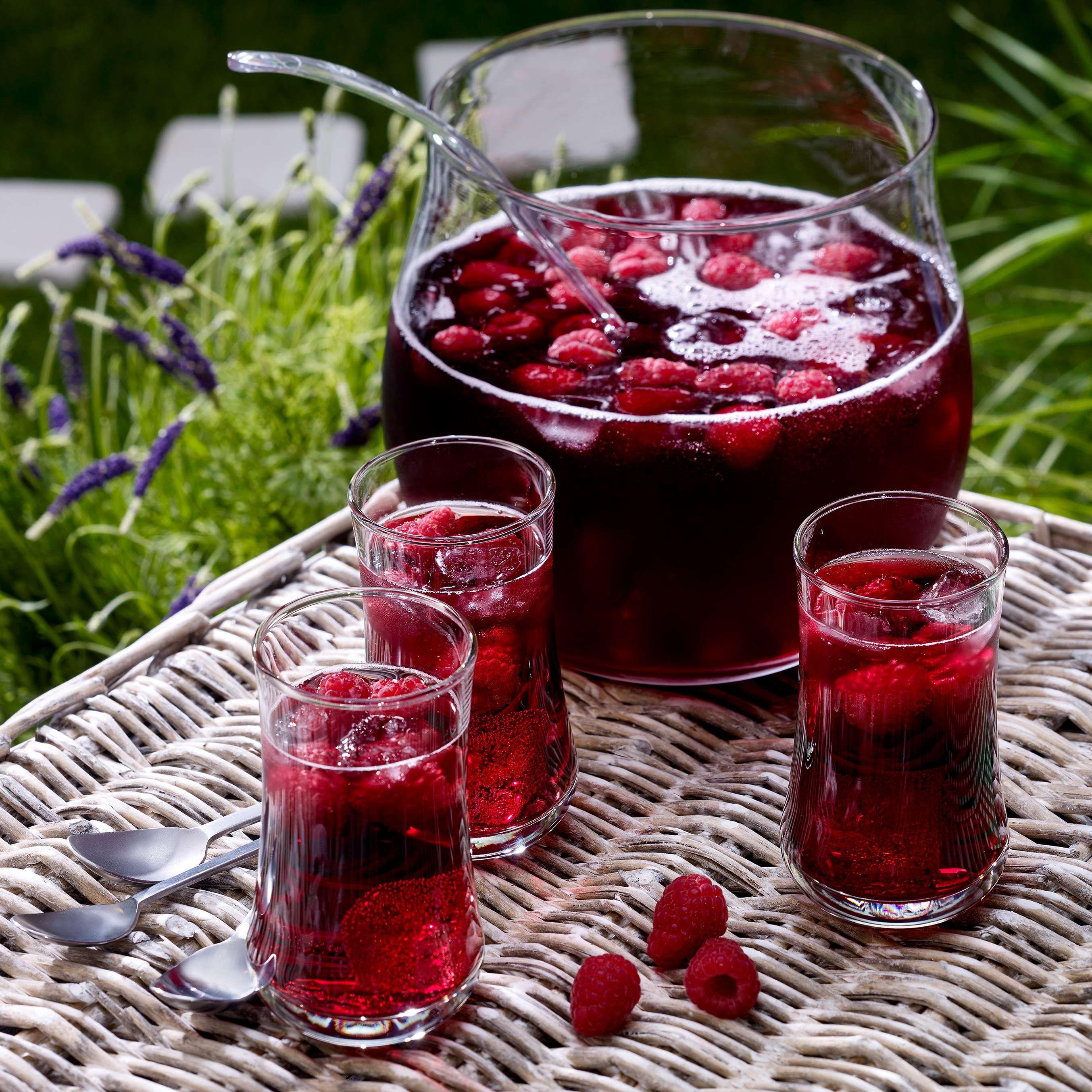 Sommerliche Beerenbowle