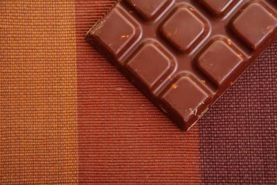 Cómo elaborar barras de chocolate con semillas de cacao crudas | eHow en Español
