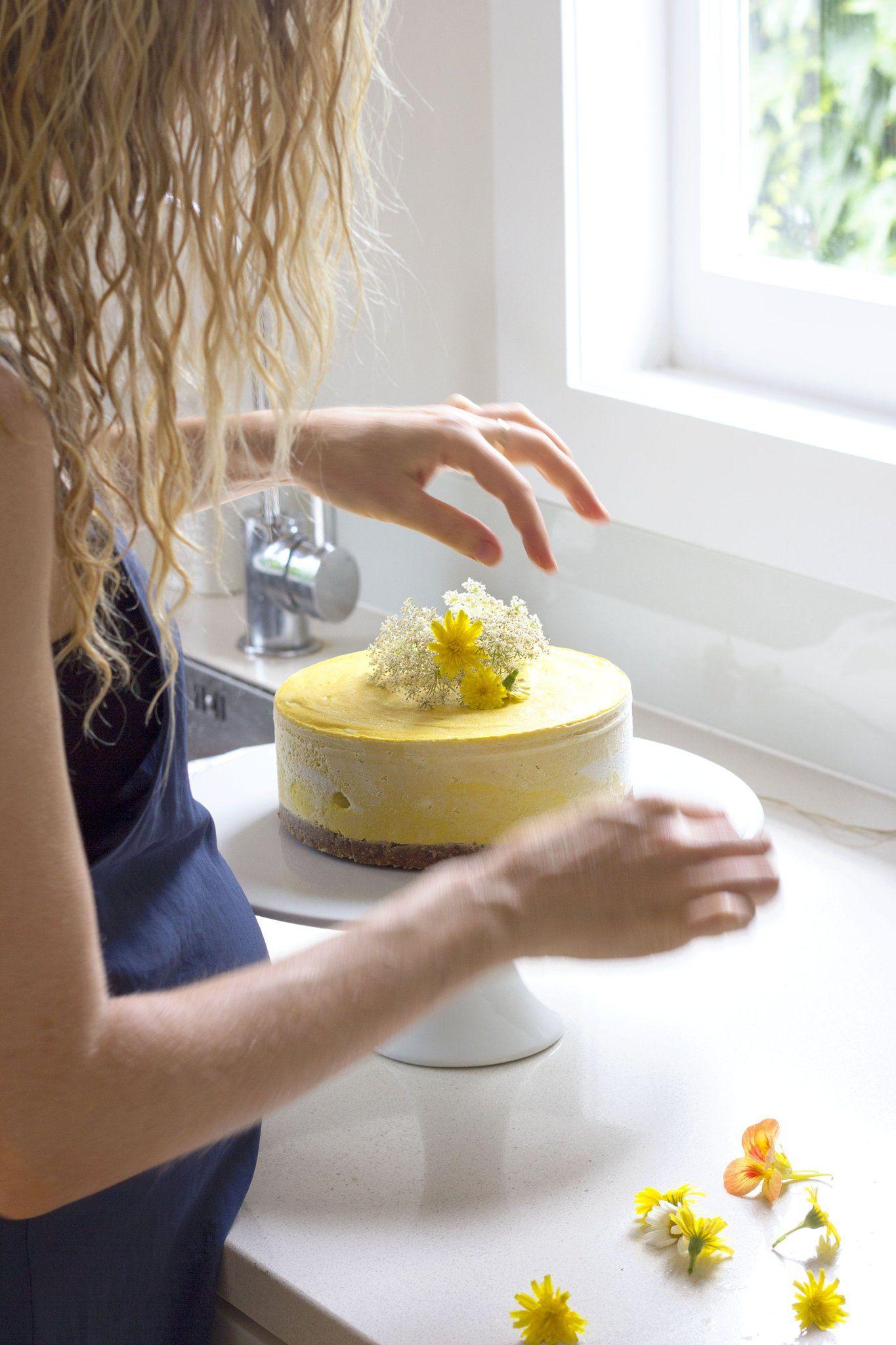30-minute deliciously creamy Mango and Turmeric Cheesecake summer dessert #healthy #vegan #mango #cheesecake #recipe #dairyfree #sugarfree #glutenfree #begoodorganics