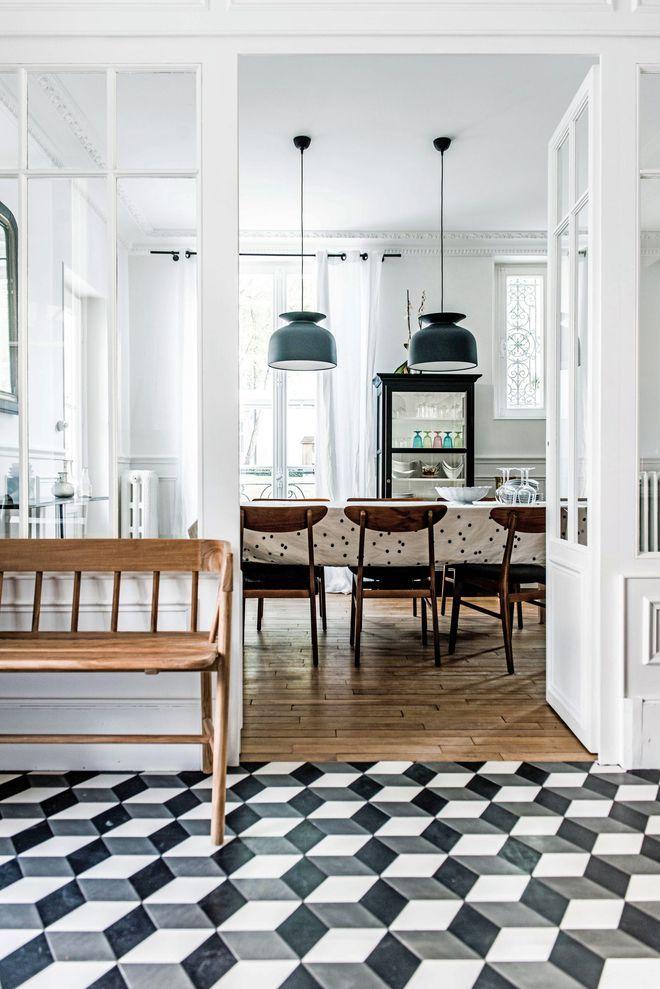 Maison fontainebleau 300 m2 adoptent la tendance broc chic panel walls glass panels and mid century