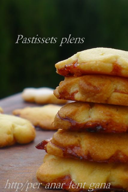 Pastissets plens de confitura