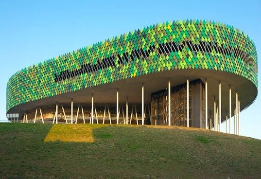 The Bilbao Arena S Green Lizard Like Facade Defends Against The Spanish Sun In 2020 Stadium Architecture Architecture Building