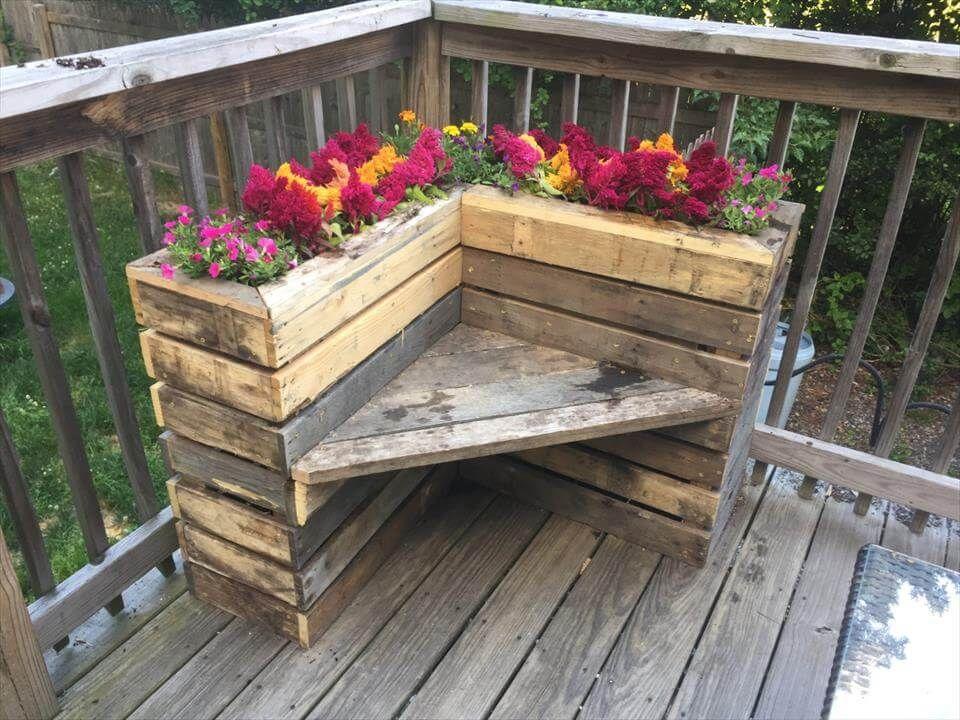 DIY Pallet Bench with Flower Box for Corner Pallet