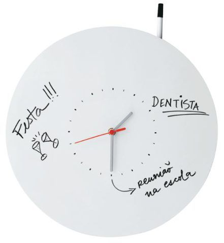 Para não esquecer os compromissos do dia, anote-os no próprio relógio. Fei...