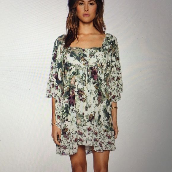 Free people heart of gold dress Beautiful dress fully lined except sleeves. Criss cross on back and pull tie ain't have waist. Bell sleeves Free People Dresses