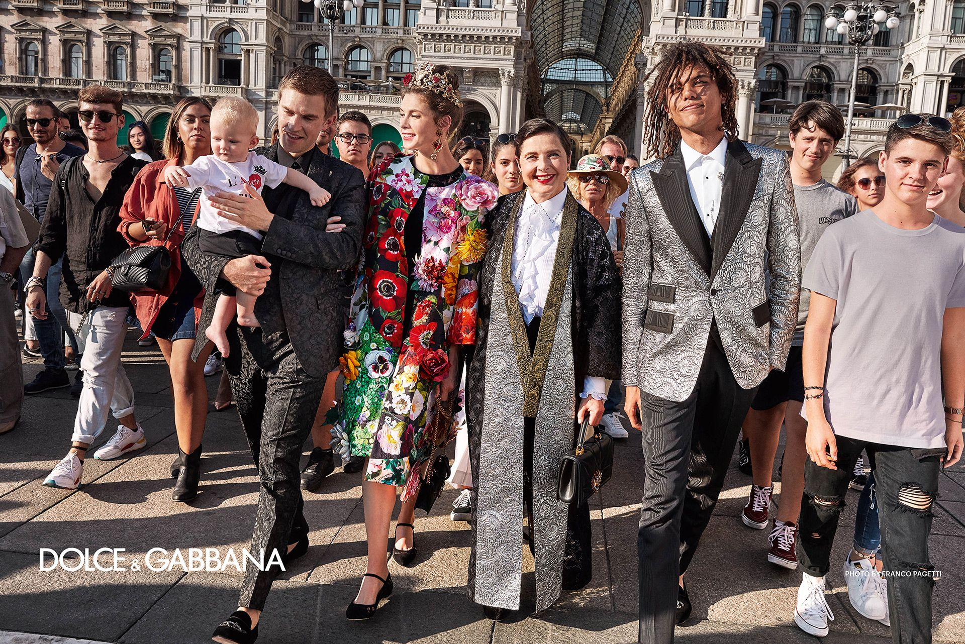 6bbc4790292e Discover the Spring Summer 2019 Dolce   Gabbana women s Advertising Campaign  and get inspired by the Franco Pagetti s gallery. Visit the official  website ...