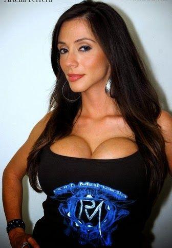 Ariella Ferrera naked 528