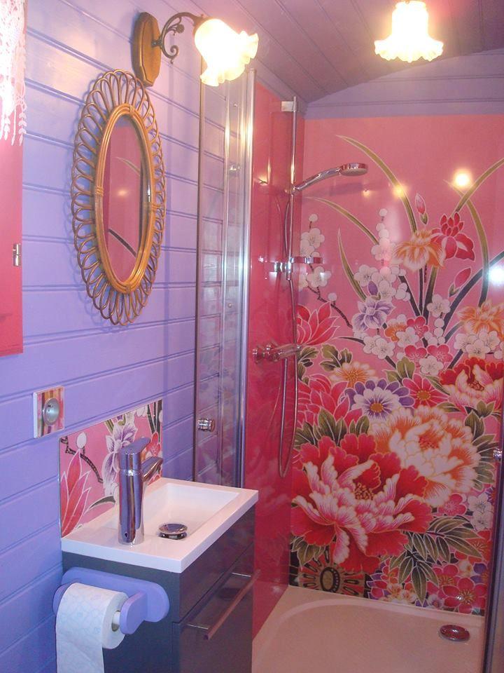 panneau de douche et cr dence lavabo d co k in install s dans la roulotte du pr fleuri http. Black Bedroom Furniture Sets. Home Design Ideas