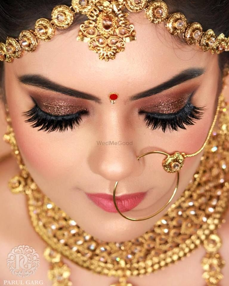 Stunning Brown Smokey Eye With Glitter And Extended Eyelashes