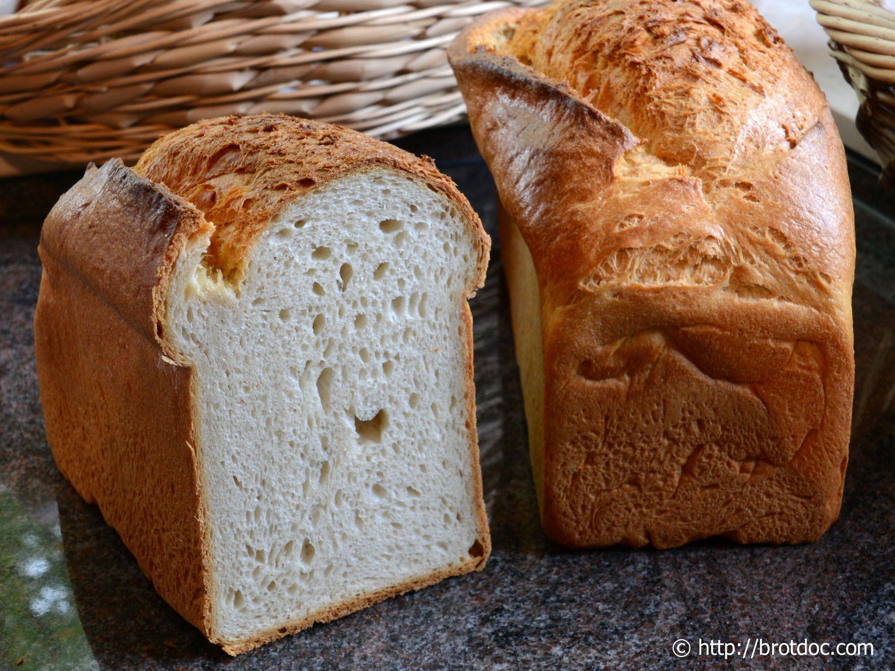 Das vierte Sandwich-Brot hat eine besondere Zutat: Sahne. Sahne wird ebenfalls selten in der Brotbäckerei verwendet. Sie soll hier zusammen mit dem hohen Butteranteil dafür sorgen, daß die Krume ei…