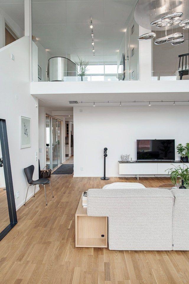 Elegante sala de doble altura doble altura sala casas - Diseno interiores sevilla ...