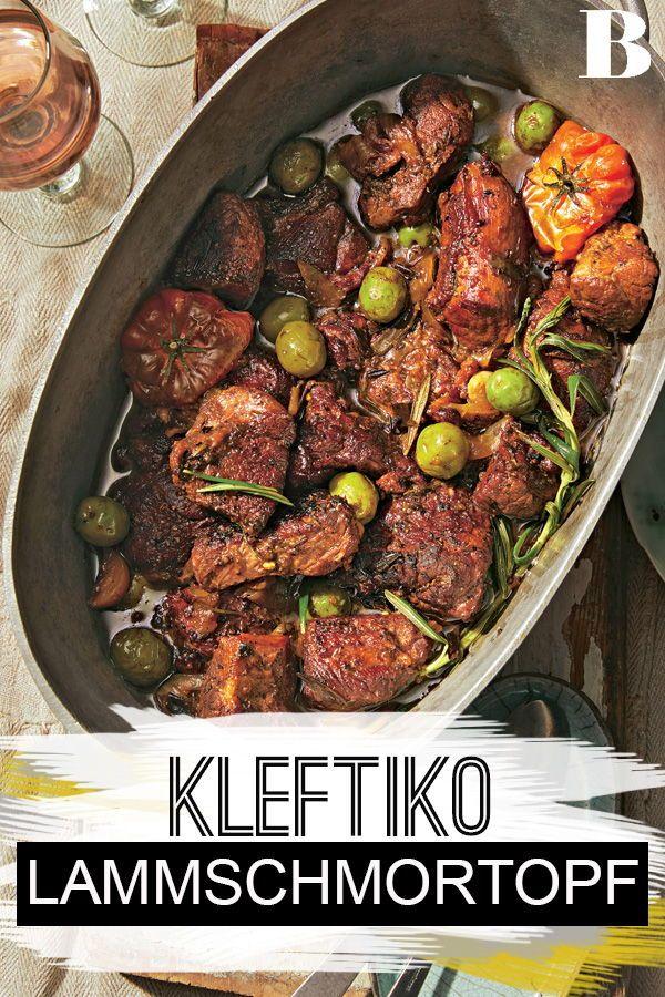 Kleftiko - Lammschmortopf aus Zypern. Kleftiko ist ein Lammschmortopf aus Zypern. Während der Braten mit den Oliven im Ofen vor sich hin schmort, bleibt Zeit, in Urlaubserinnerungen zu schwelgen. #lamm #braten #schmortopf #mediterran