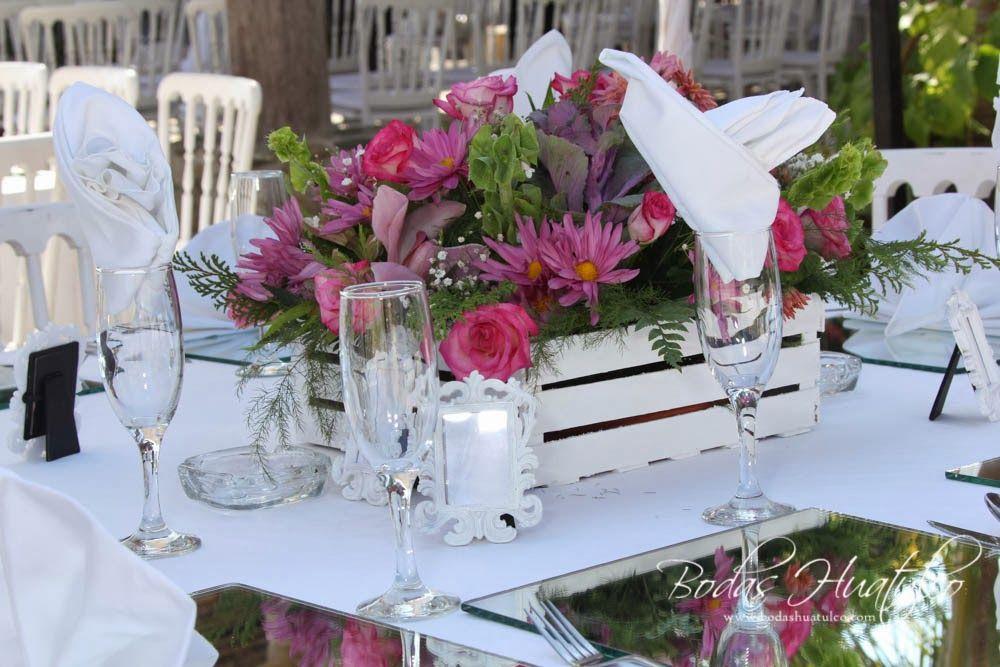 Centro De Mesa Con Flores Naturales En Colores Lilas Y